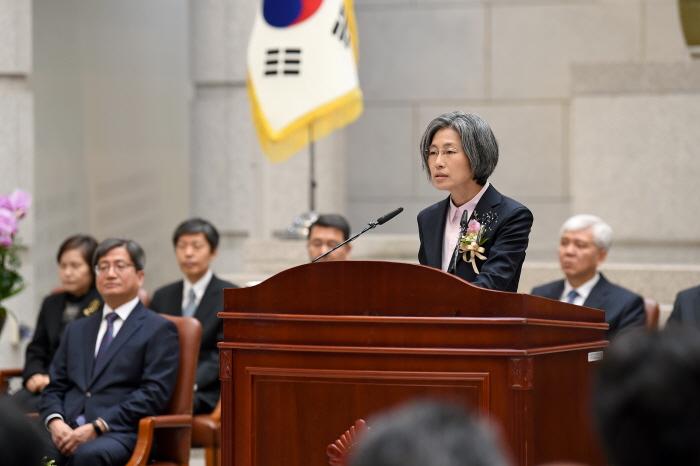 취임사를 하고 있는 민유숙 신임 대법관(대법원 제공)